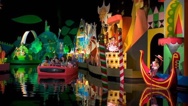 attraction disneyland paris monde des poupées it's a small world