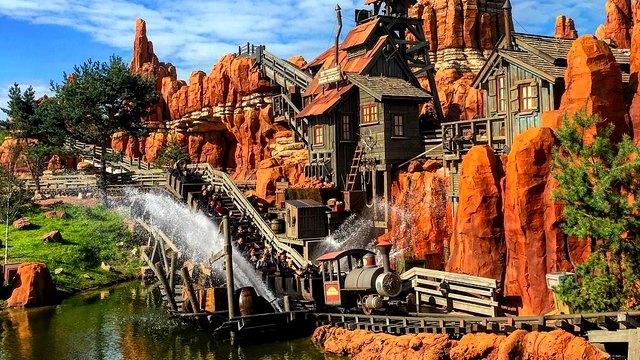 attraction disneyland paris big thunder mountain