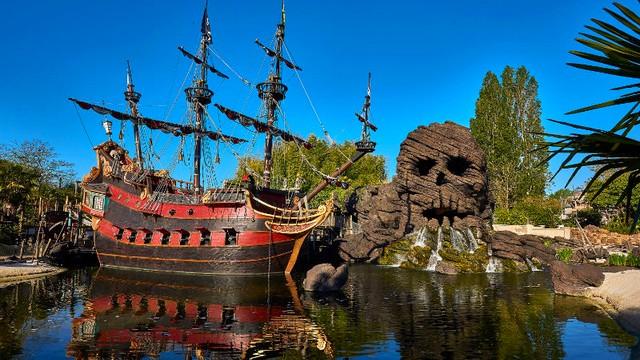 attraction disneyland paris la plage des pirates