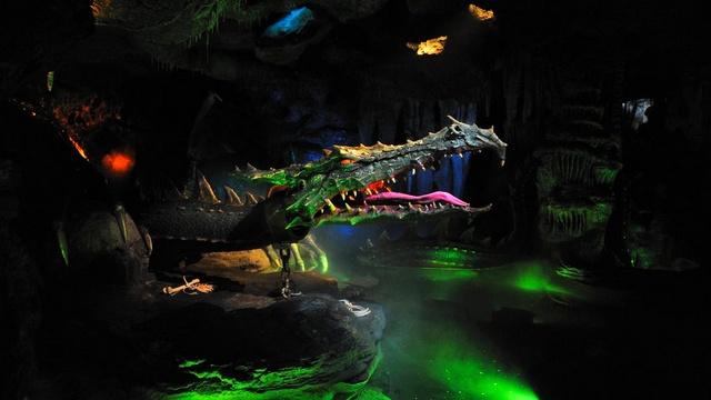 attraction disneyland paris attraction la taniere du dragon