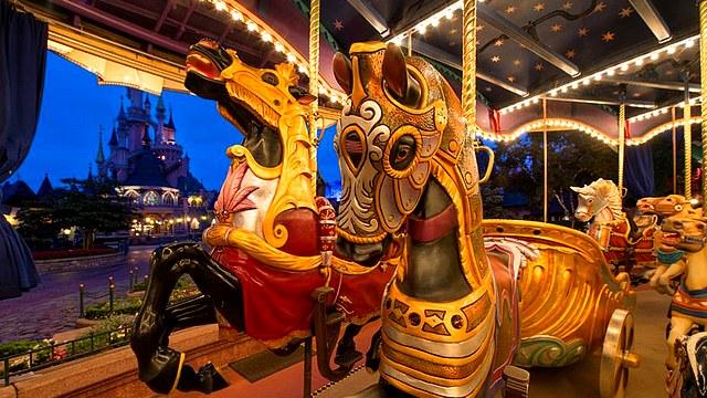 attraction à disneyland paris le carrousel de lancelot