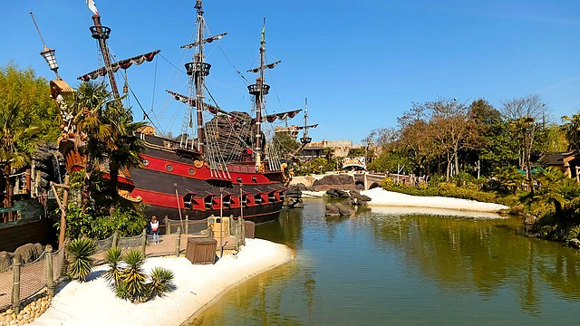 attraction la plage des pirates parc disneyland paris