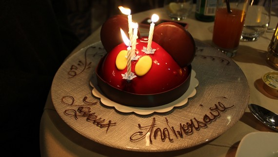 gateau anniversaire disneyland paris