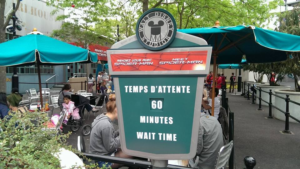 panneau temps attente attraction disney