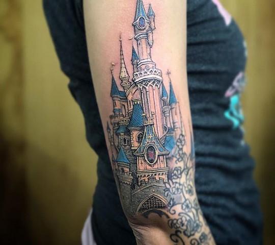 tatouage disney chateau belle bois dormant