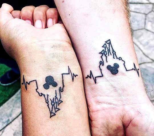 tatouage disney chateau couple