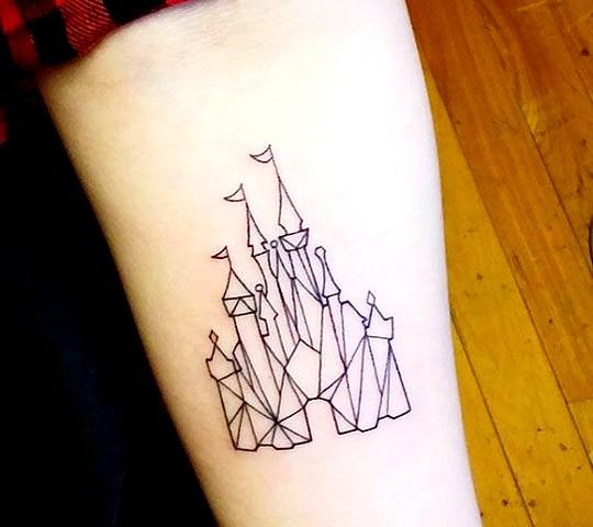 tatouage disney chateau triangle origami