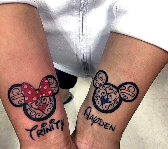 tatouage disney mickey minnie couple poignet