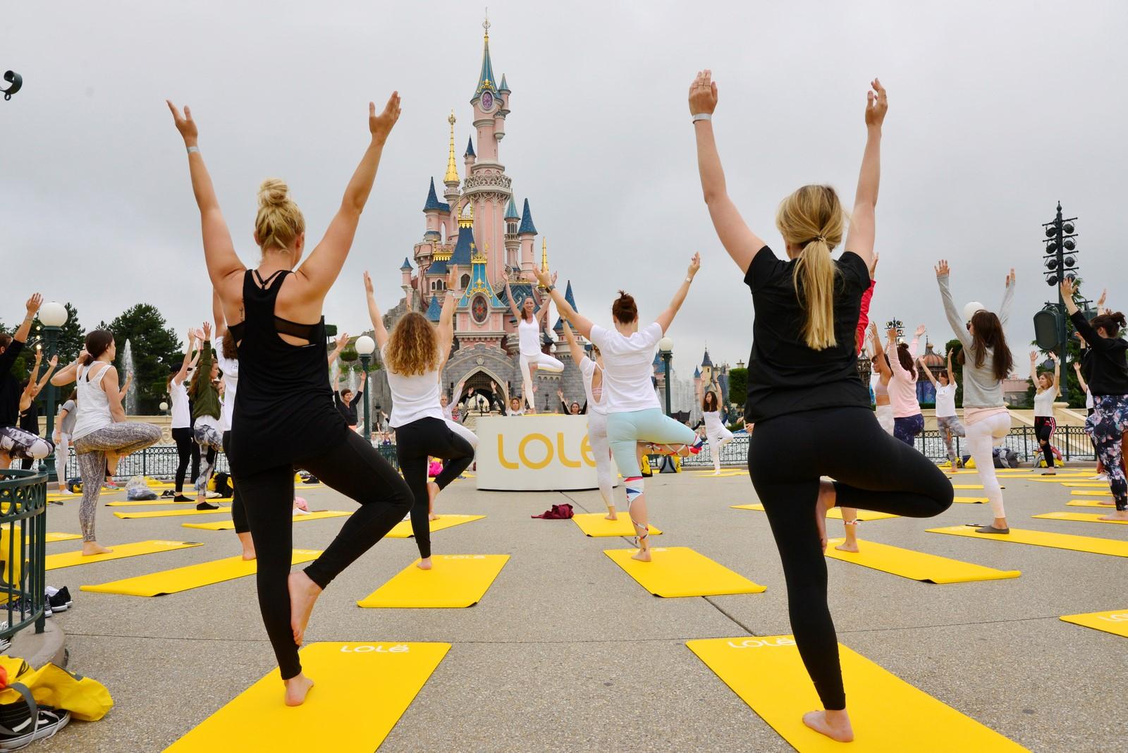 yoga day disneyland paris chateau