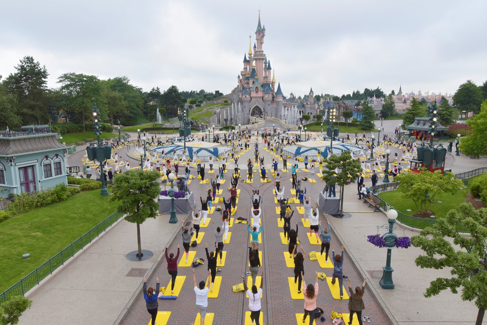 yoga day disneyland paris main street usa